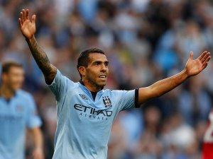 Manchester-City-v-QPR-Carlos-Tevez-celeb-thir_2821603